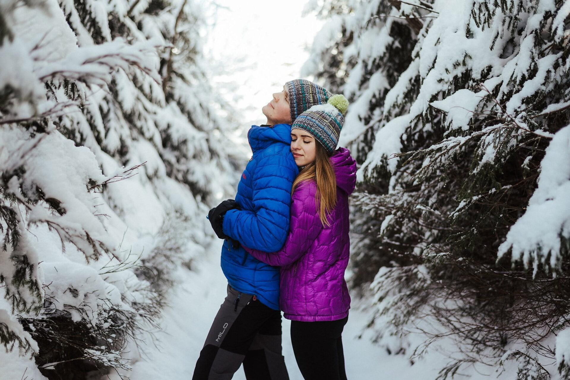 Zimowa sesja narzeczeńska w górach 11