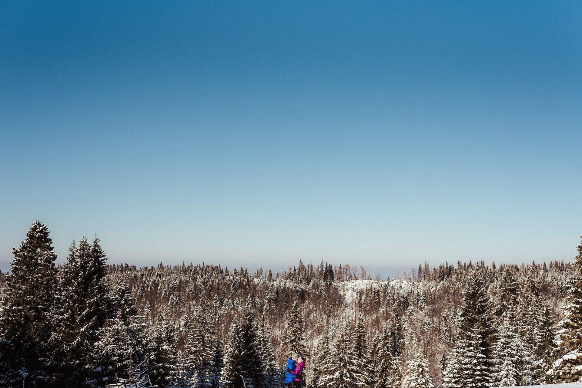 Zimowa sesja narzeczeńska w górach 28