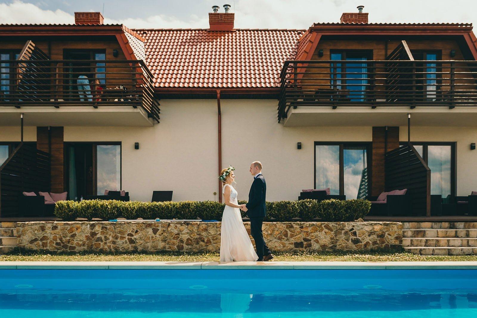 Justyna i Szymon - plenerowy ślub w stylu boho 13