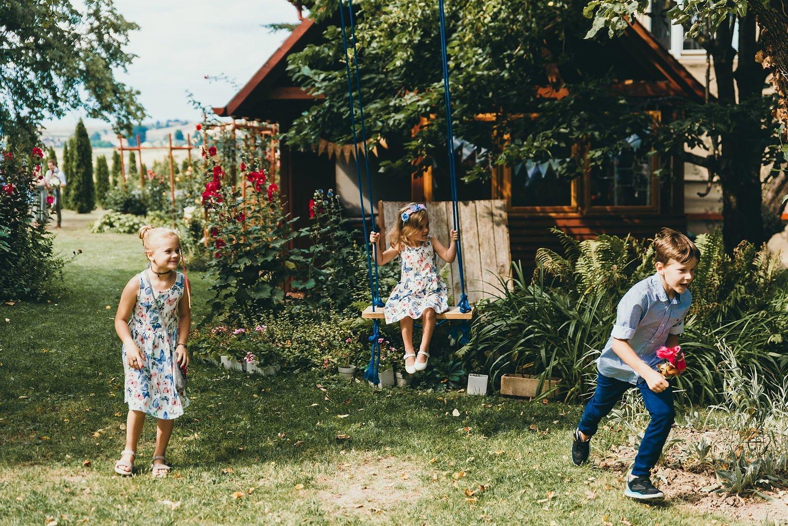 Justyna i Szymon - plenerowy ślub w stylu boho 23