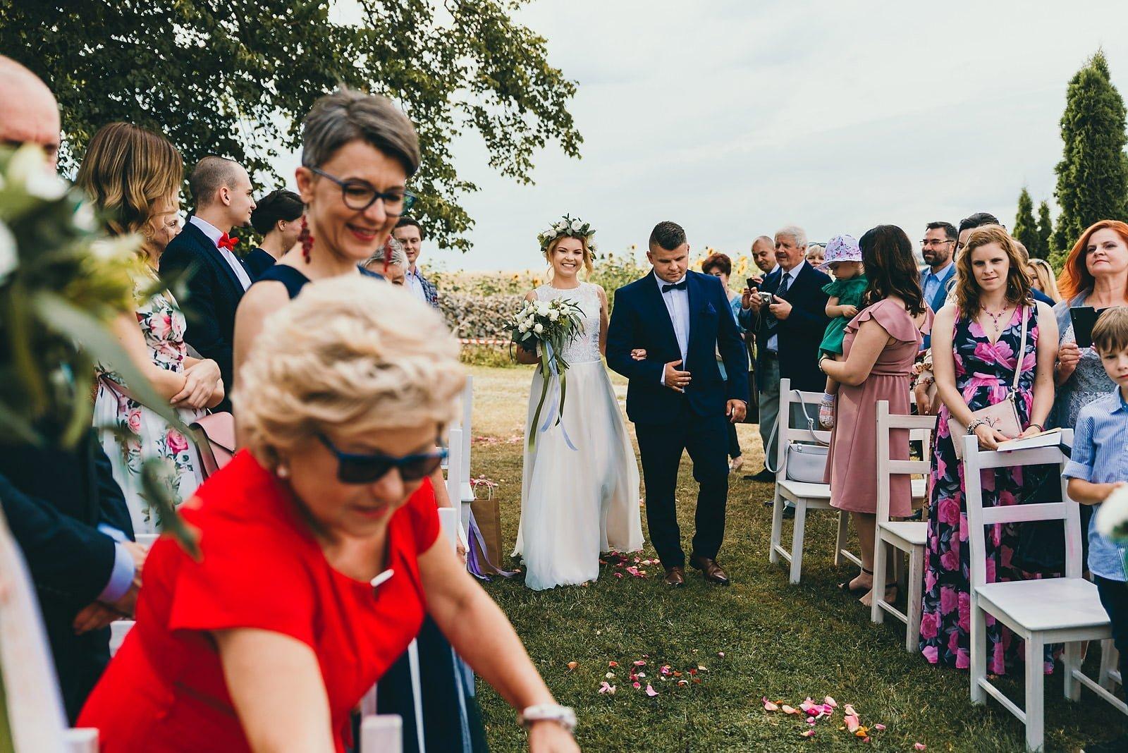 Justyna i Szymon - plenerowy ślub w stylu boho 37