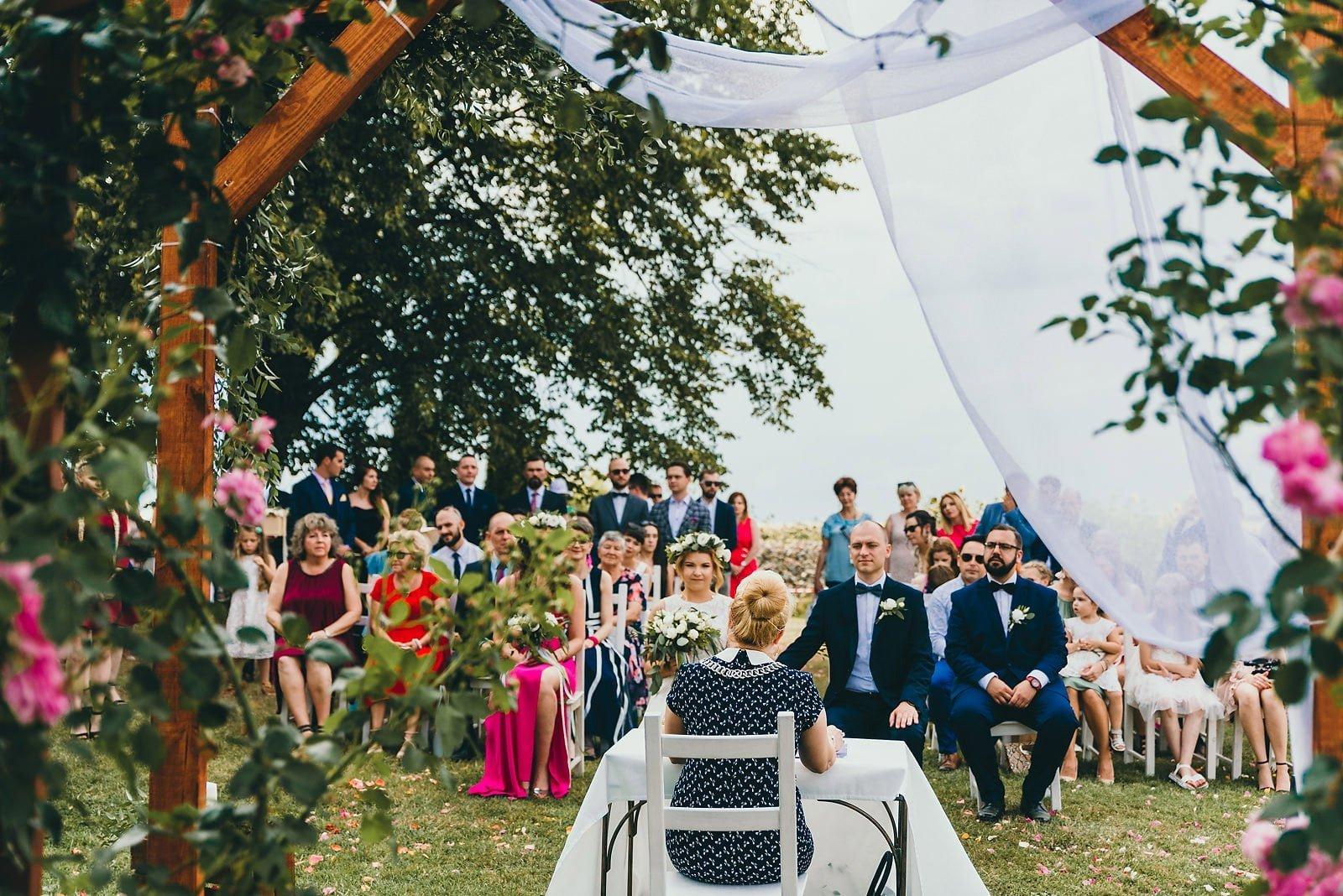 Justyna i Szymon - plenerowy ślub w stylu boho 38