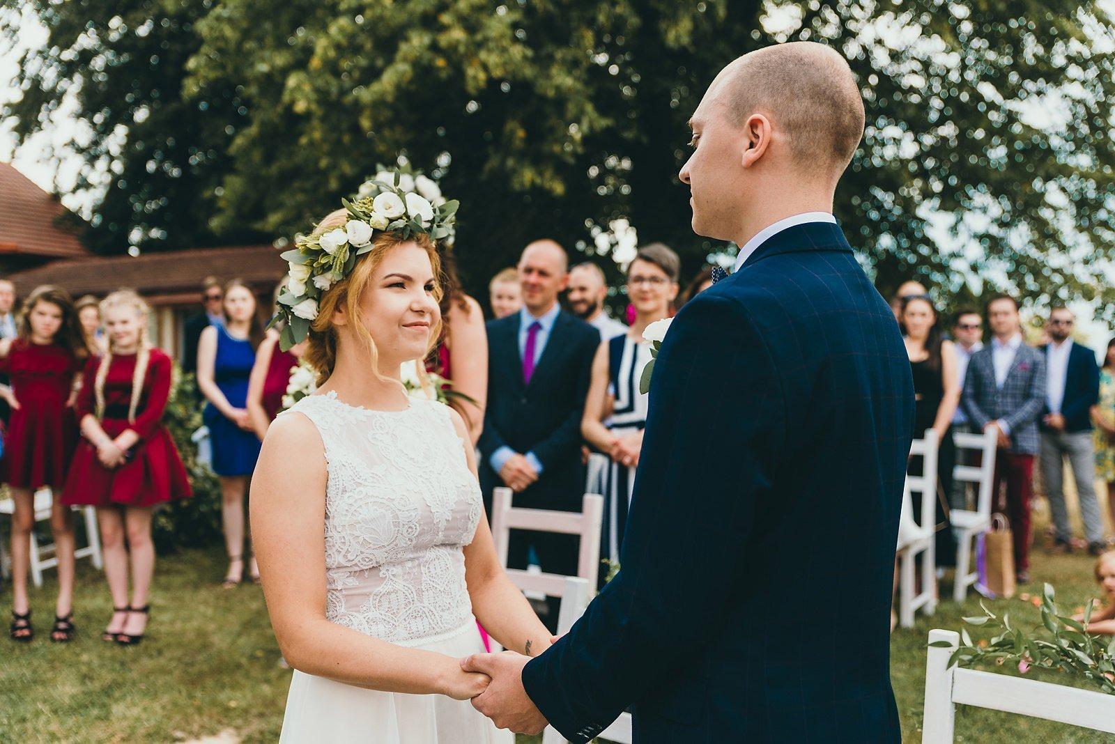 Justyna i Szymon - plenerowy ślub w stylu boho 41