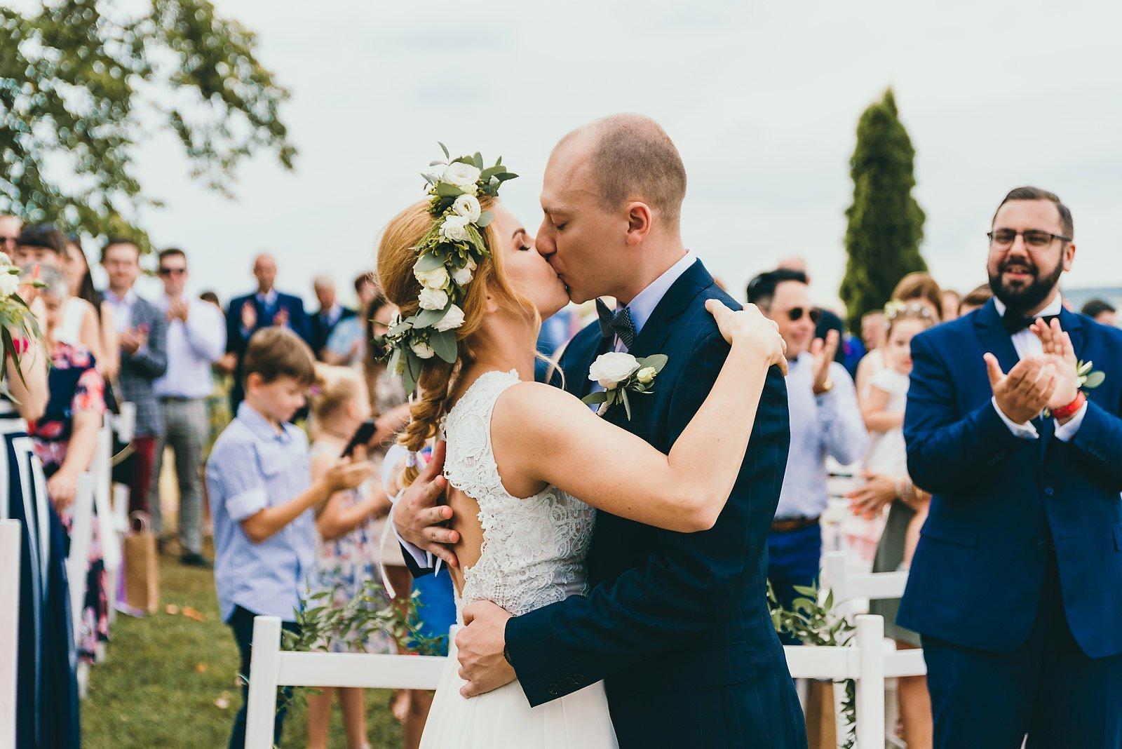 Justyna i Szymon - plenerowy ślub w stylu boho 45
