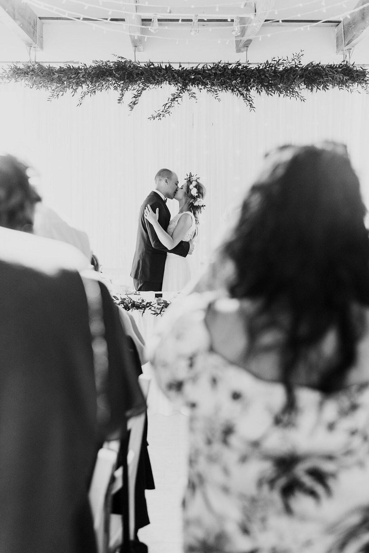 Justyna i Szymon - plenerowy ślub w stylu boho 60