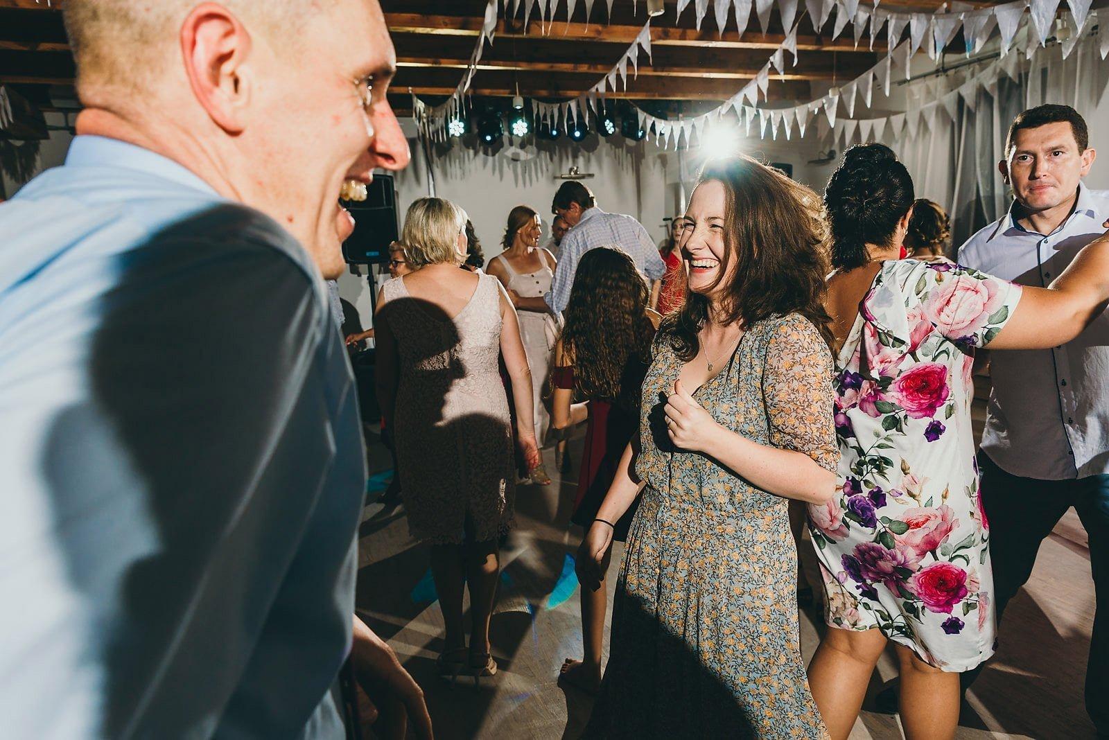 Justyna i Szymon - plenerowy ślub w stylu boho 100