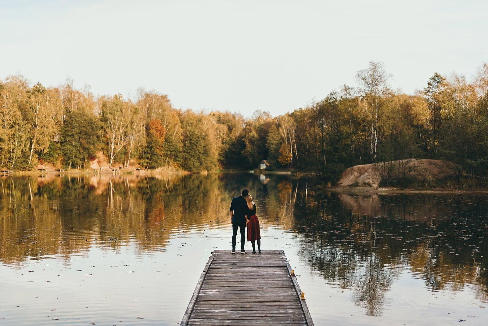 Ola i Błażej - sesja narzeczeńska nad jeziorem Czechowickim 10