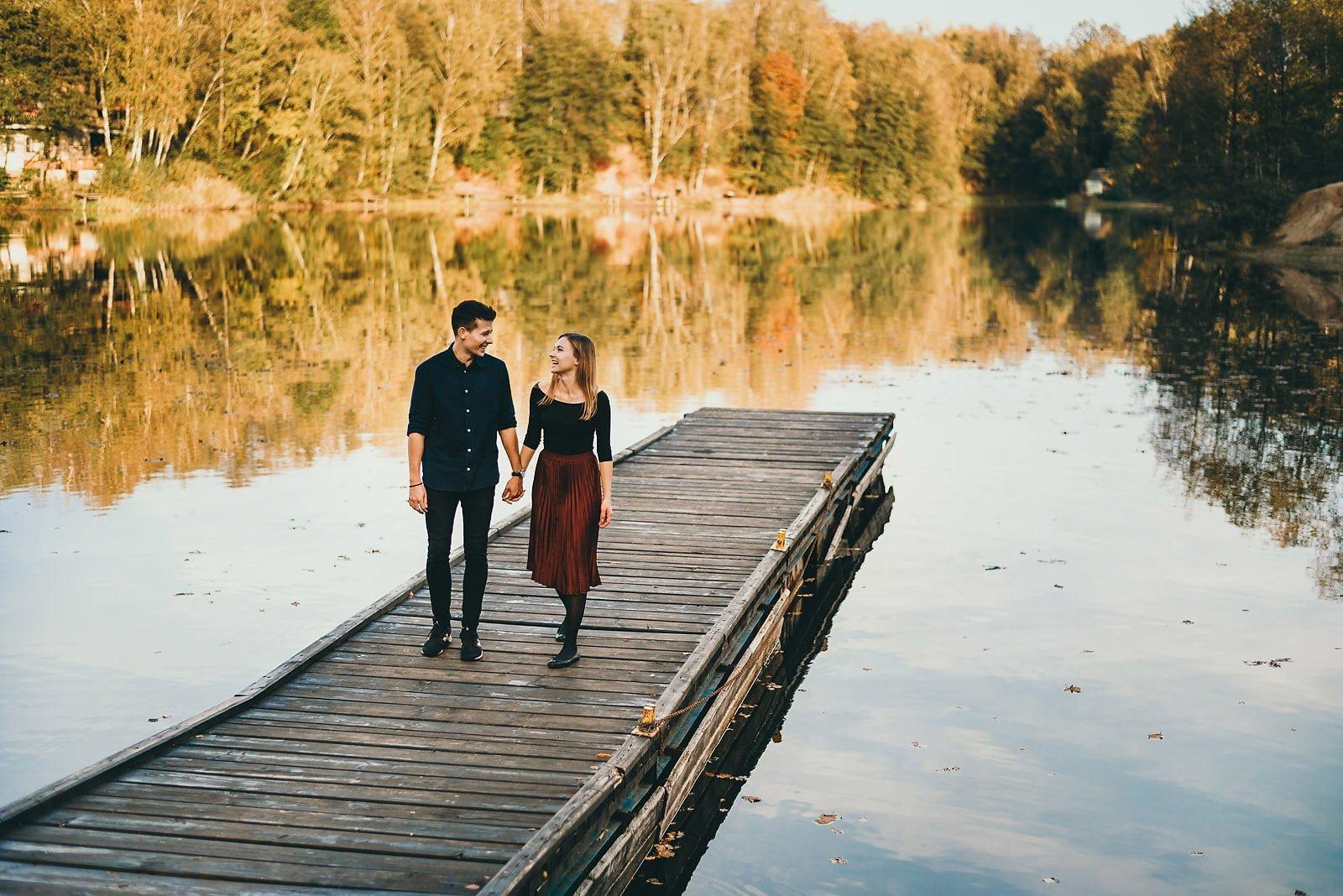 Ola i Błażej - sesja narzeczeńska nad jeziorem Czechowickim 15