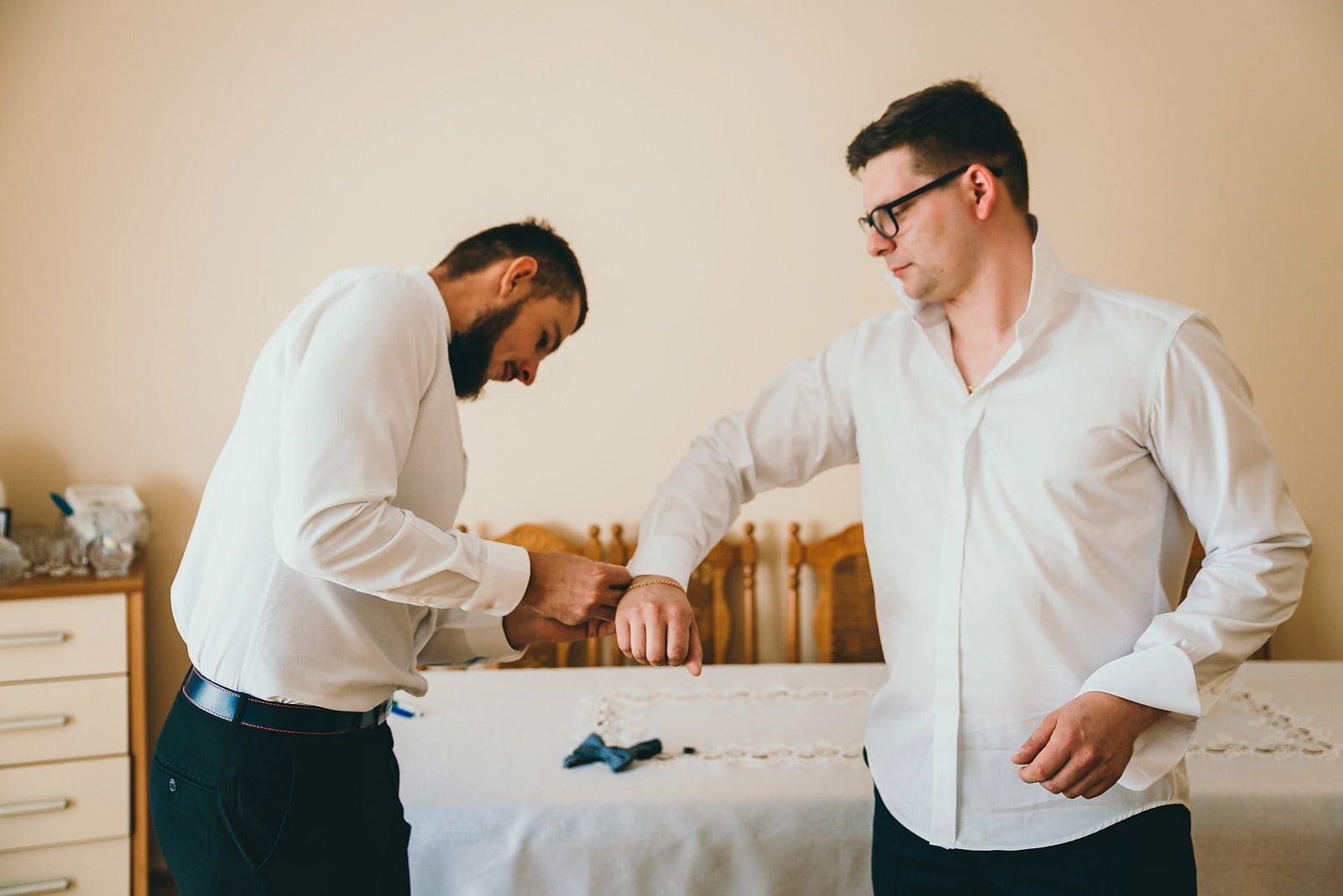 Karolina i Mateusz - plenerowy ślub - Biały Borek 9