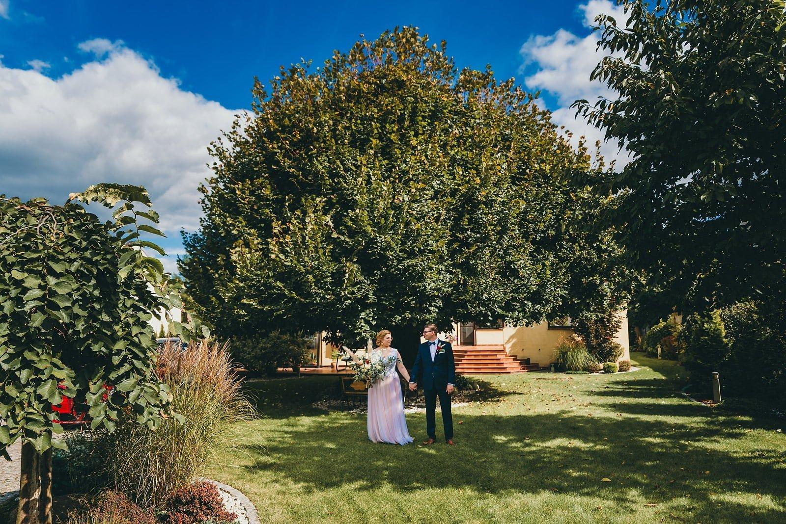 Karolina i Mateusz - plenerowy ślub - Biały Borek 21
