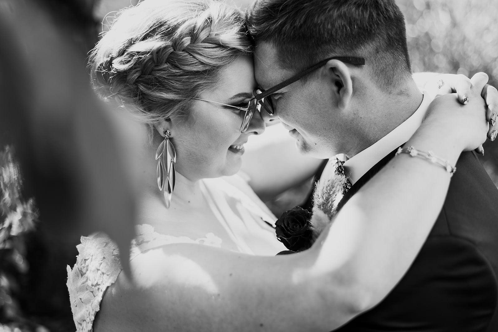 Karolina i Mateusz - plenerowy ślub - Biały Borek 22