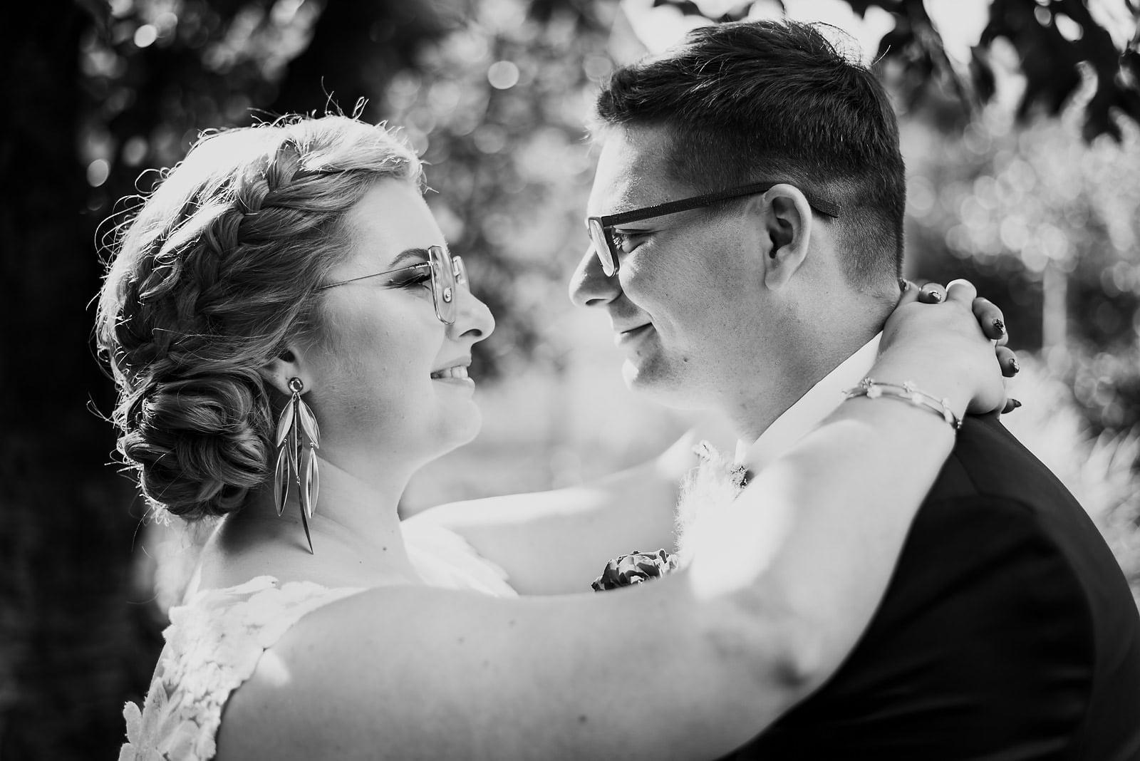 Karolina i Mateusz - plenerowy ślub - Biały Borek 23
