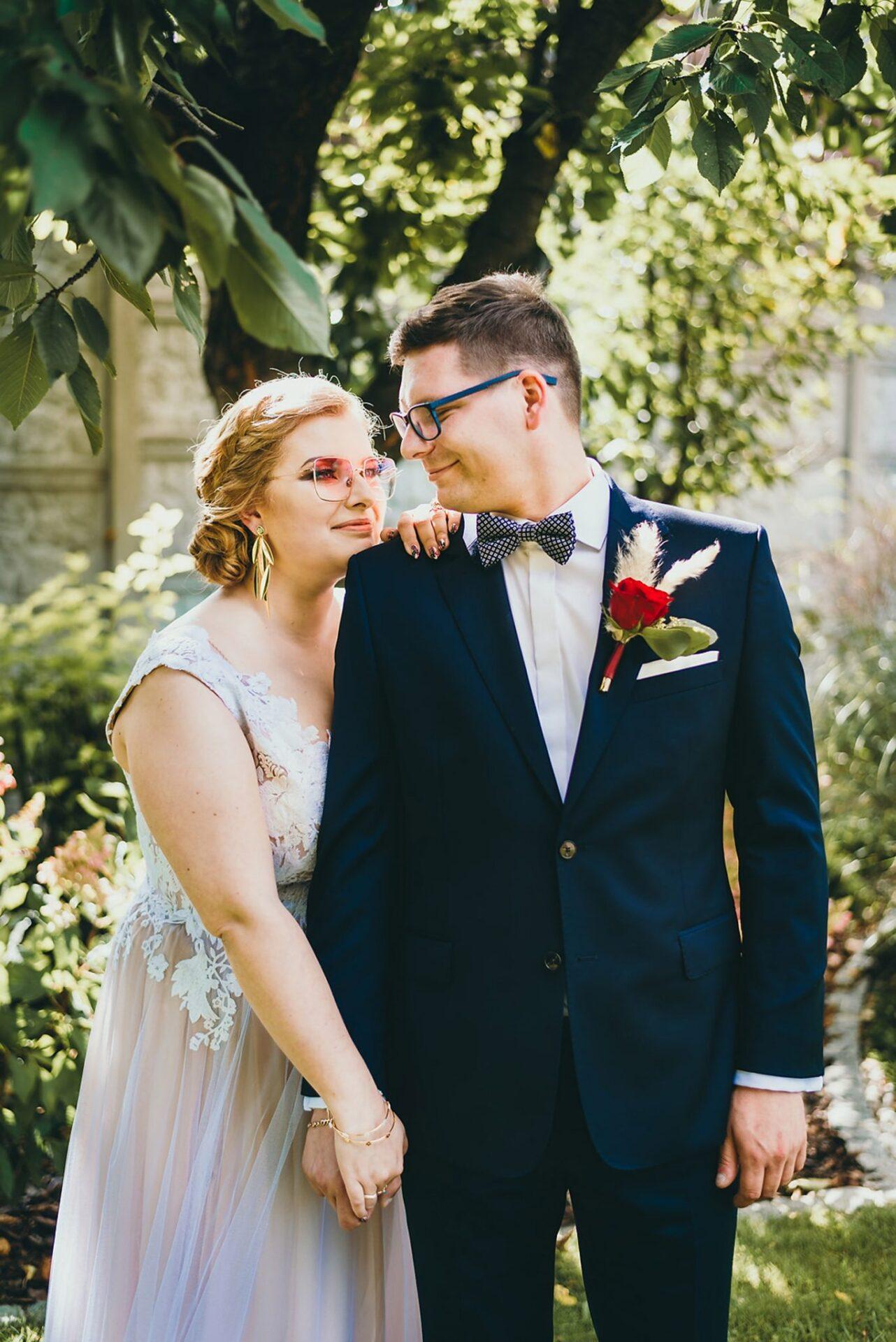 Karolina i Mateusz - plenerowy ślub - Biały Borek 24