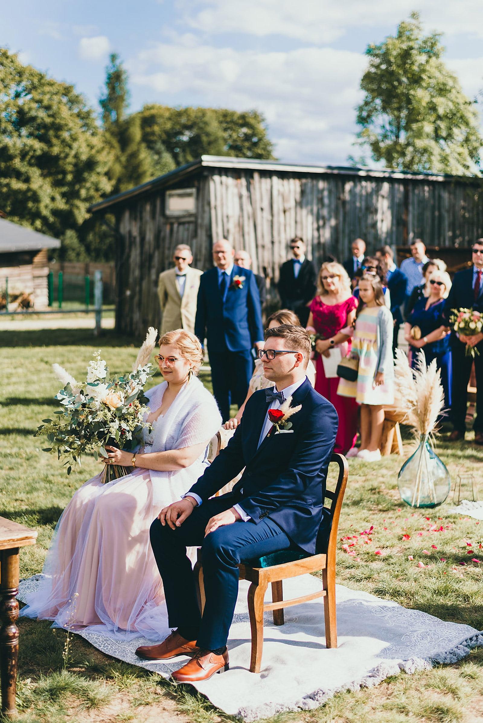 Karolina i Mateusz - plenerowy ślub - Biały Borek 41
