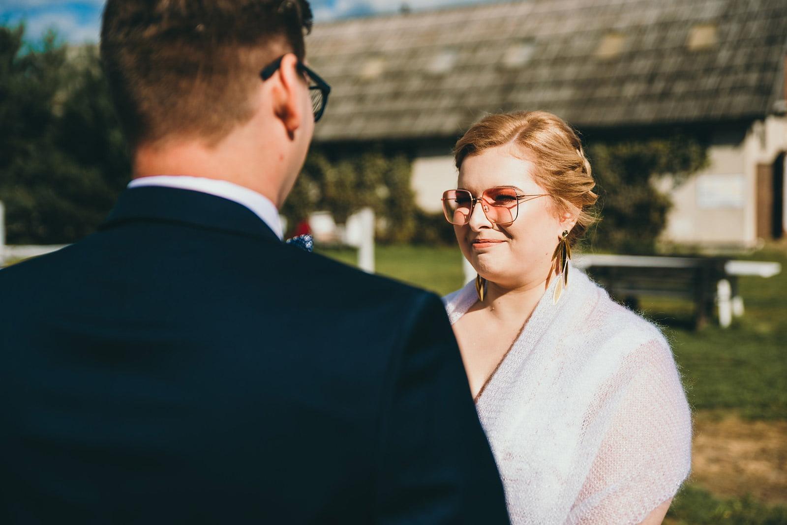 Karolina i Mateusz - plenerowy ślub - Biały Borek 46
