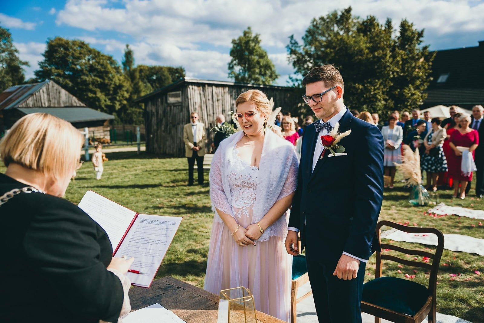 Karolina i Mateusz - plenerowy ślub - Biały Borek 53