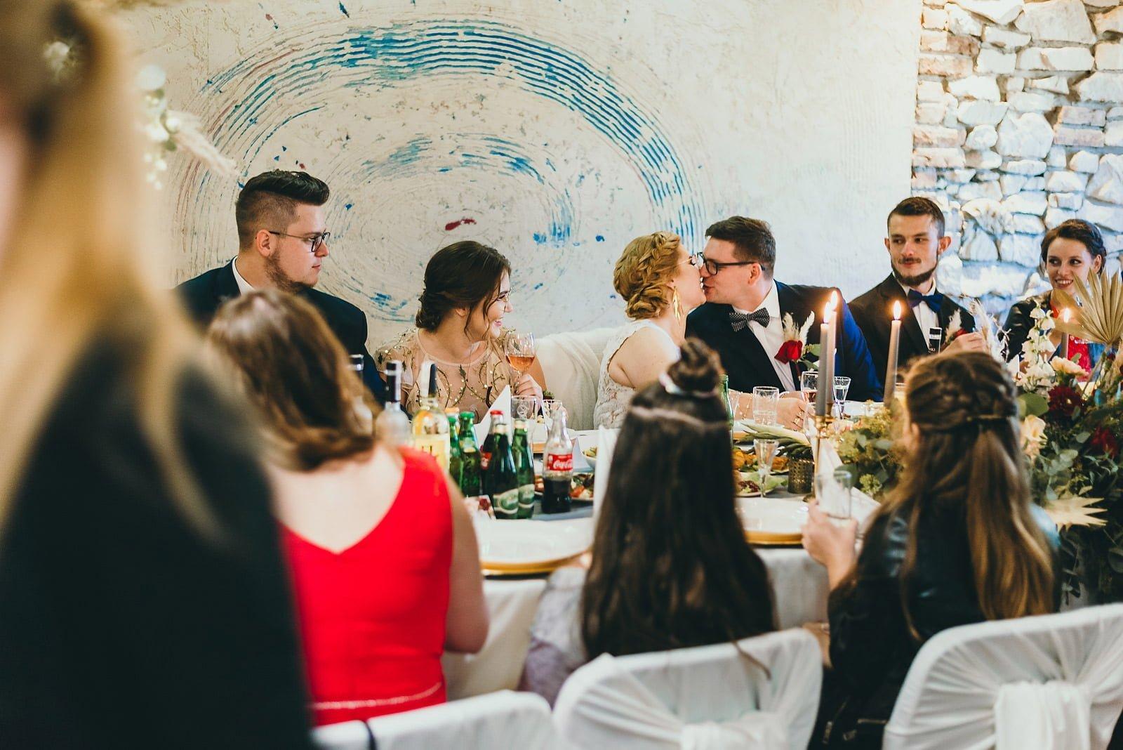 Karolina i Mateusz - plenerowy ślub - Biały Borek 60