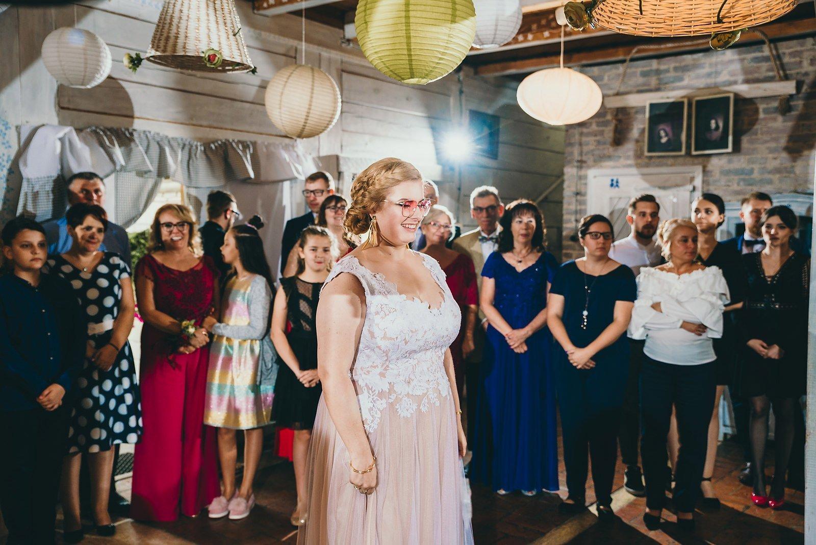 Karolina i Mateusz - plenerowy ślub - Biały Borek 61
