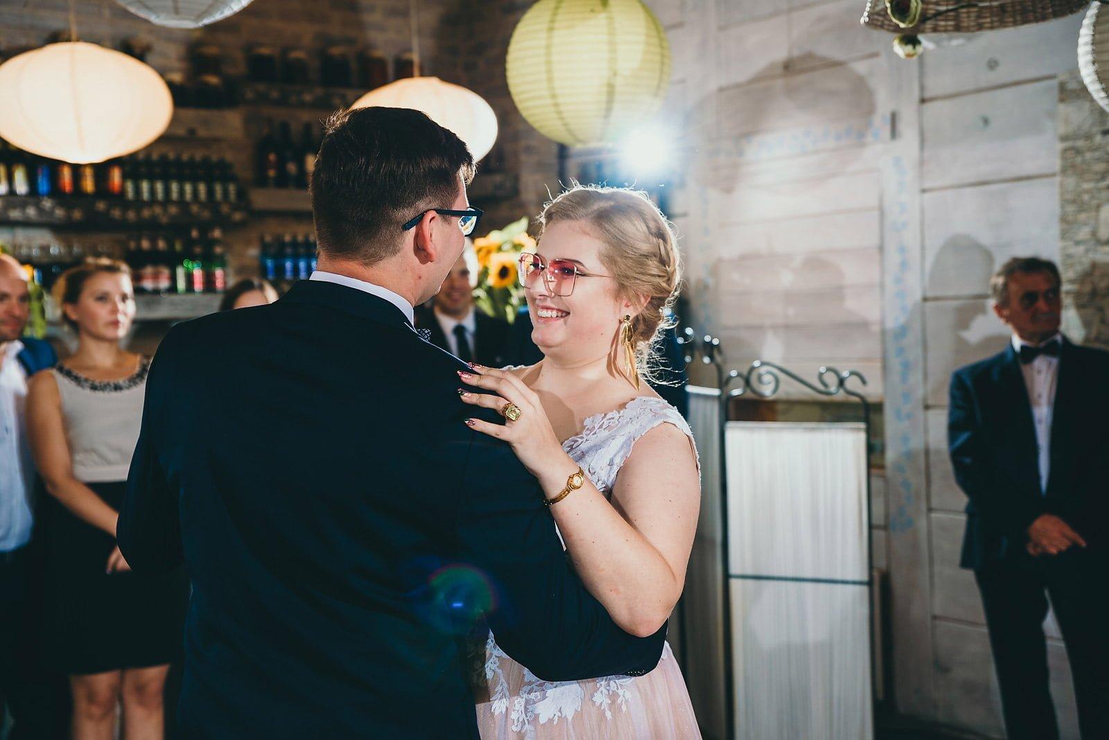 Karolina i Mateusz - plenerowy ślub - Biały Borek 62