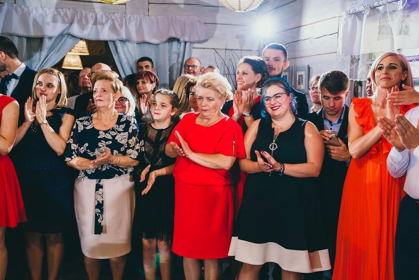 Karolina i Mateusz - plenerowy ślub - Biały Borek 68