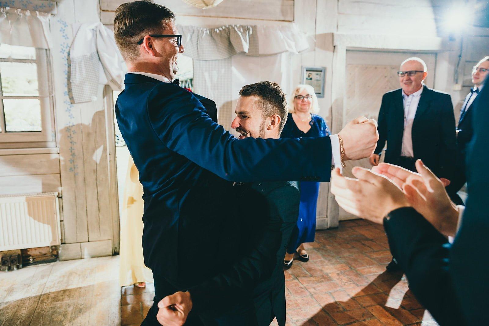 Karolina i Mateusz - plenerowy ślub - Biały Borek 72