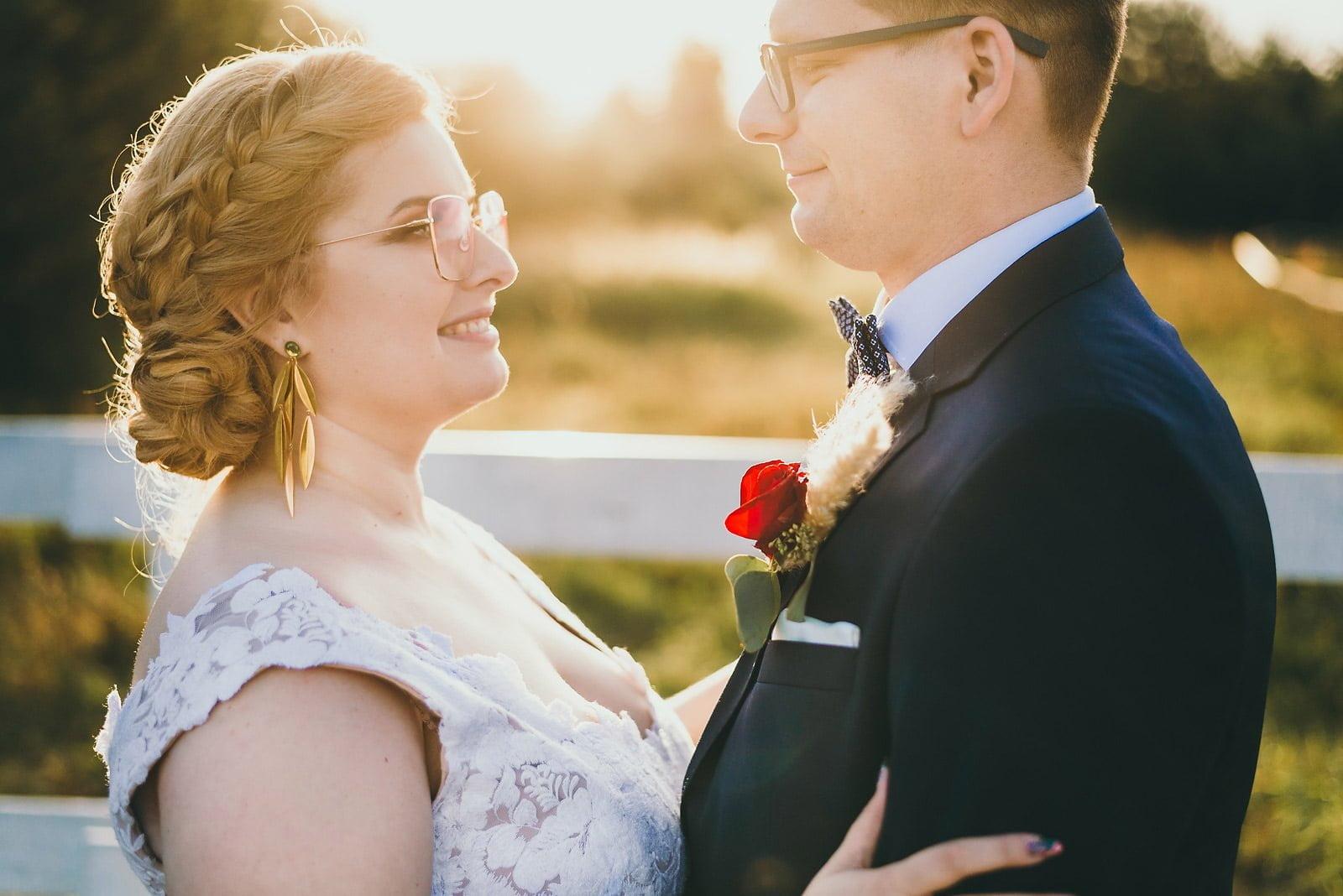 Karolina i Mateusz - plenerowy ślub - Biały Borek 74
