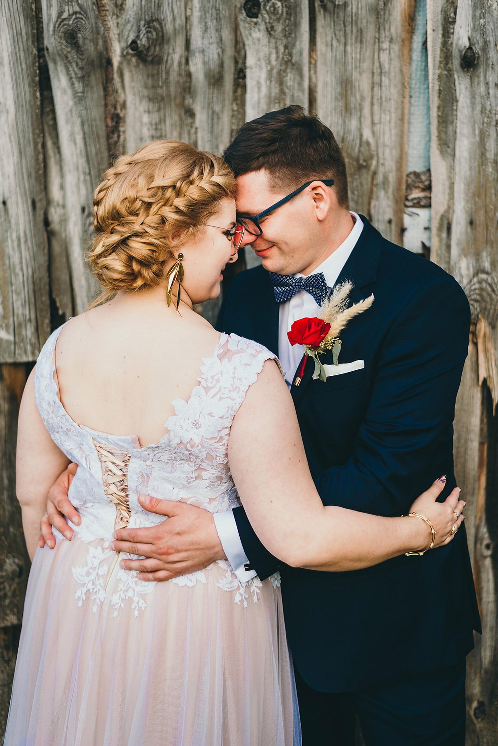 Karolina i Mateusz - plenerowy ślub - Biały Borek 80