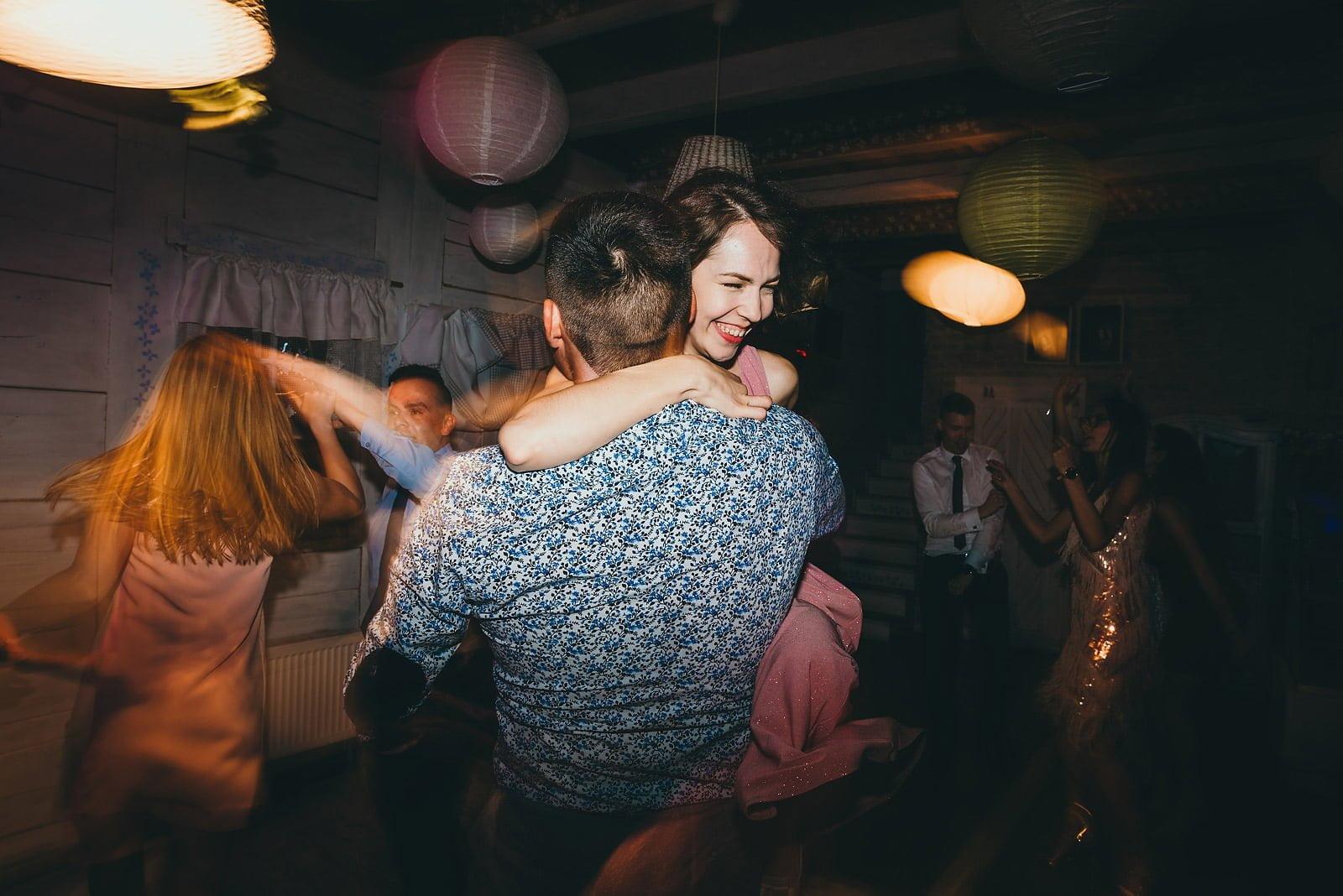 Karolina i Mateusz - plenerowy ślub - Biały Borek 87