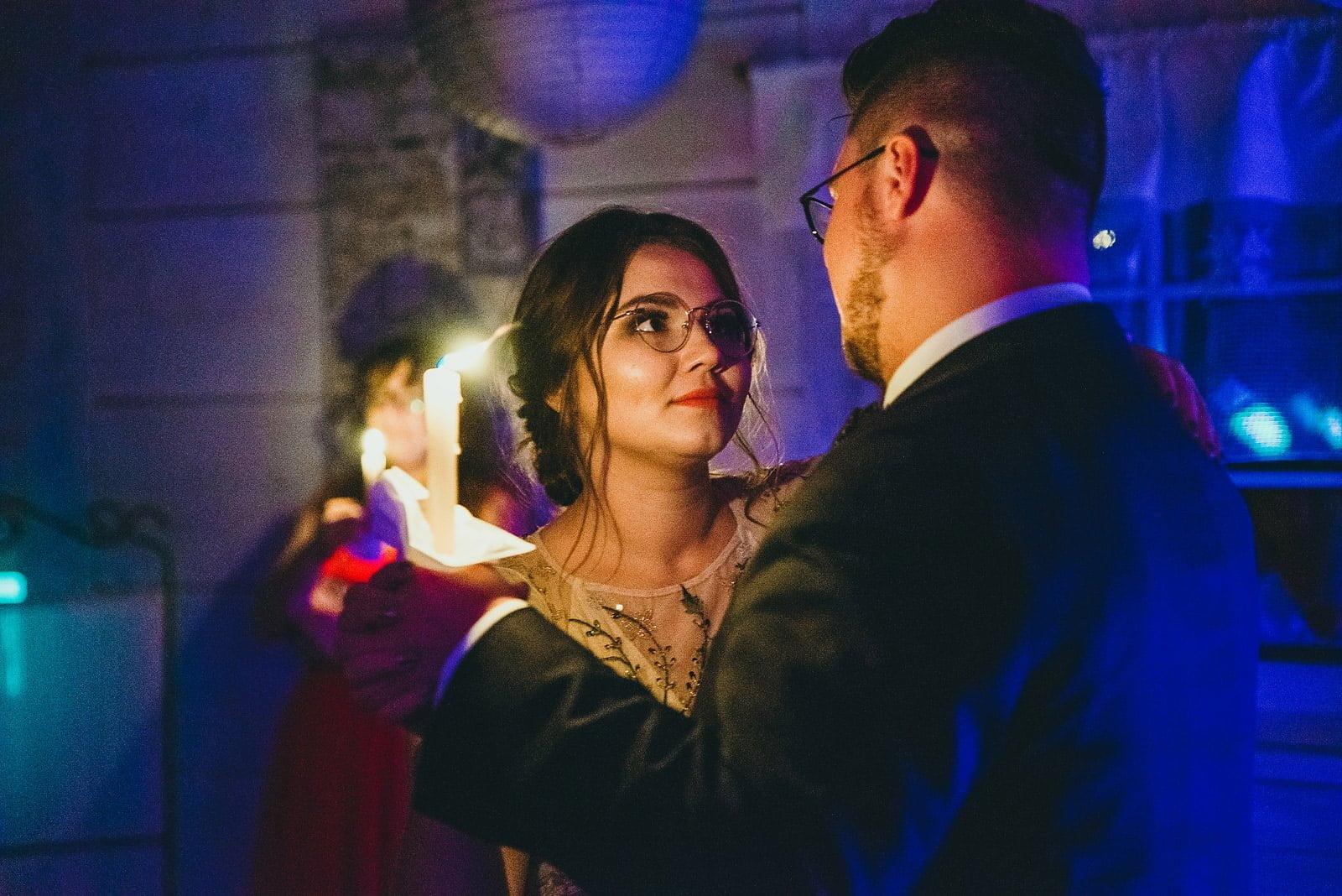 Karolina i Mateusz - plenerowy ślub - Biały Borek 95