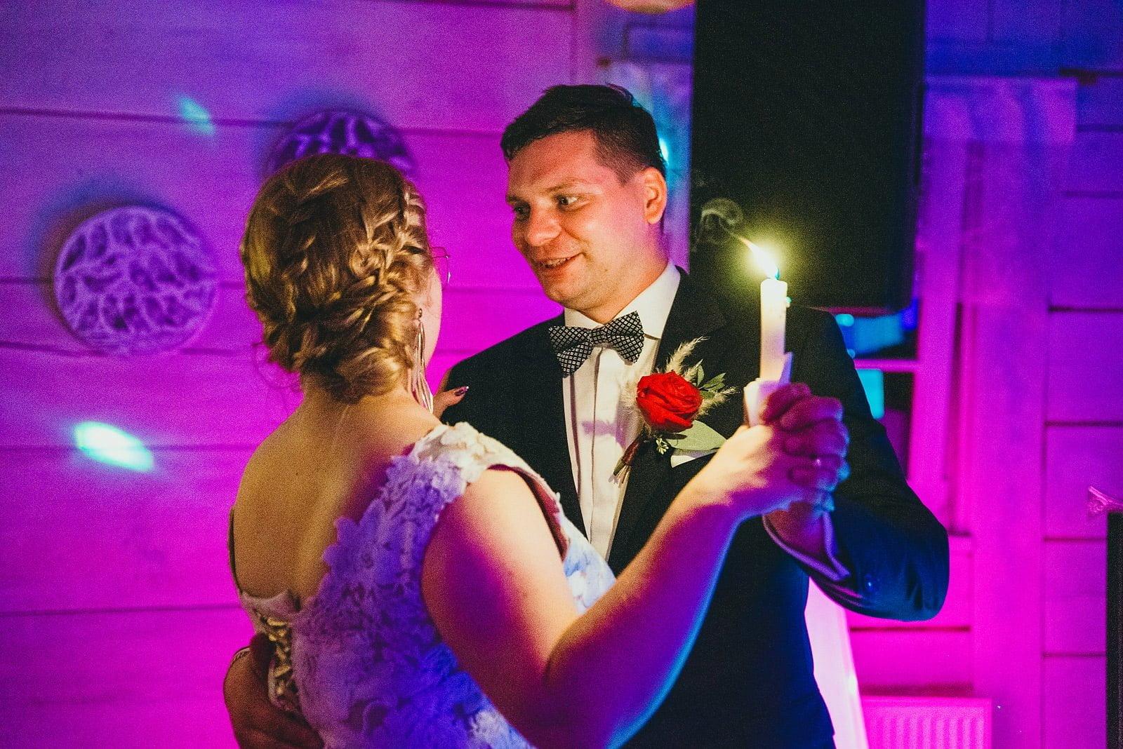 Karolina i Mateusz - plenerowy ślub - Biały Borek 96